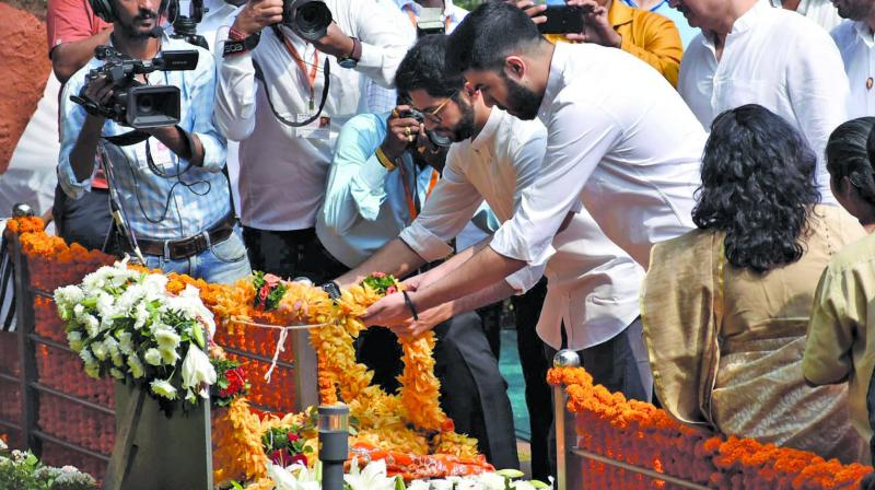 In an apparent show of strength, Sena leaders and workers reached the spot in large numbers. Sena chief Uddhav Thackeray and his family members, including son and newly-elected MLA Aaditya, visited Balasaheb's memorial at Shivaji Park along with other top party leaders.