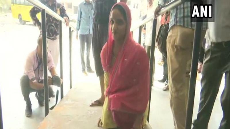 Dressed in a green 'salwar-kameez' with a pink 'dupatta', she used the ramp set-up for specially-abled people to enter the polling booth. (Photo: ANI)