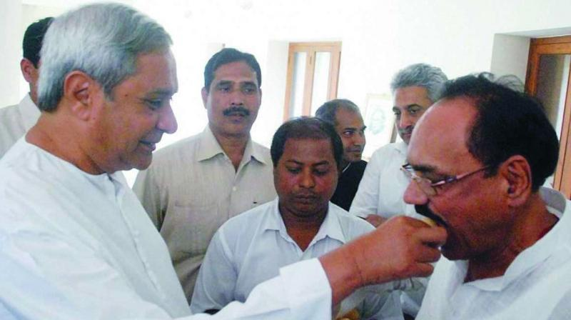 Odisha chief minister and BJD president Naveen Patnaik welcomes Congress veteran and former Leader of the Opposition in Odisha Assembly Bhupinder Singh into his party.