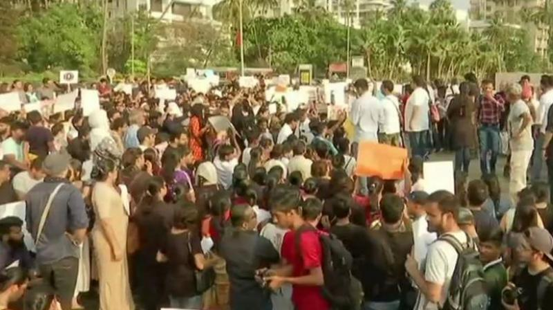 Protest held over Unnao and Kathua rape cases at Carter Rd in Mumbai's Bandra.  (Photo: ANI | Twitter)