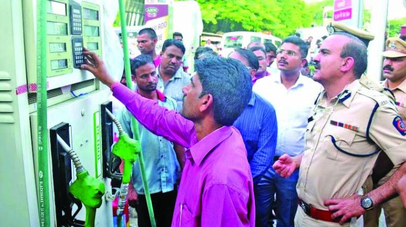 The police officers had raided several petrol pumps in Thane and Dombivali last month.