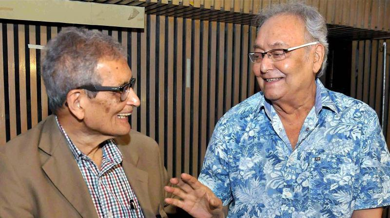 Nobel Laureate Amartya Sen sharing a lighter moment with Dadasaheb Phalke awardee and legendary actor Soumitra Chatterjee (R) during the special screening of