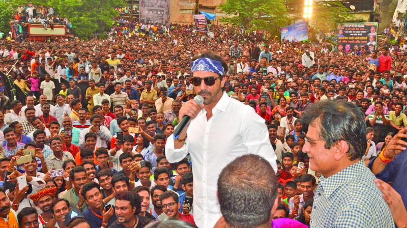 Arjun Rampal addressing the crowd at a Dahi Handi celebration in Ghatkopar. (Photo: Shripad Naik)