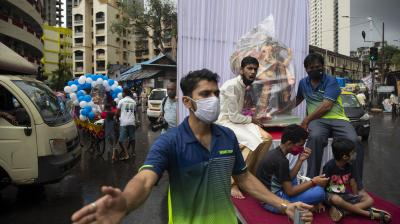 India records 25,404 COVID-19 cases, 339 deaths
