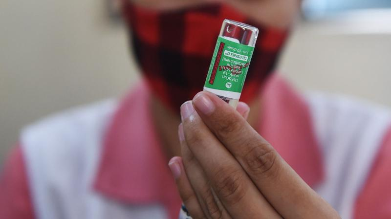 A health worker prepares a dose of the Covishield vaccine against the Covid-19 coronavirus at a vaccination centre in Ahmedabad. (Photo: AFP)