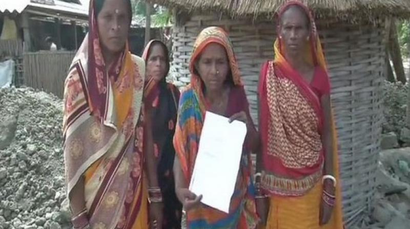 The fear of AES forced villagers in Harivanshpur village of Vaishali district to vacate their homes.  (Photo: ANI)