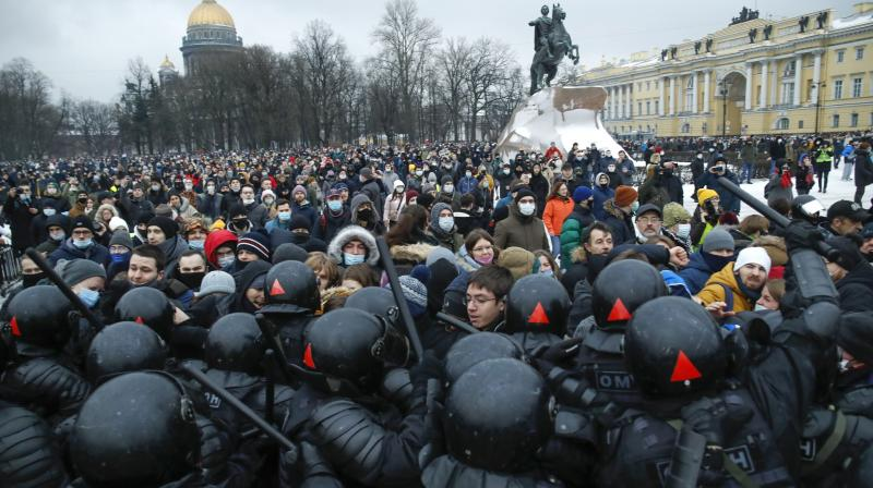 People clash with police during a protest against the jailing of opposition leader Alexei Navalny in St. Petersburg, Russia, on January 23, 2021. (AP/Dmitri Lovetsky)