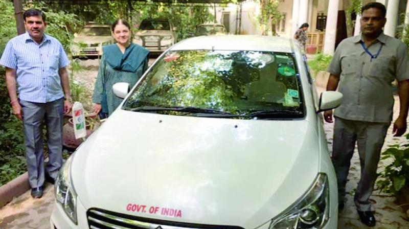 Hours after Centre's decision on Wednesday to ban use of red beacons in cars of VIPs from May 1, Union minister Maneka Gandhi removed the symbol of power from her official vehicle. (Photo: Asian Age)