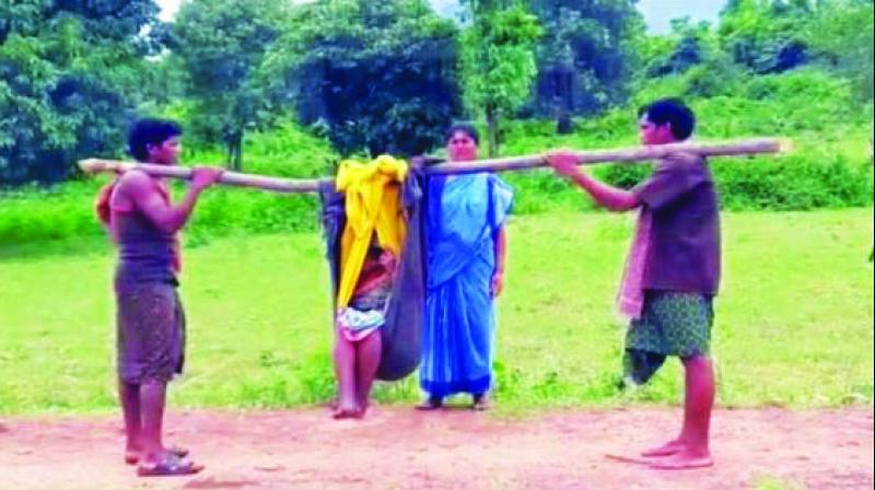 Kin carries the pregnant woman on a stretcher. (Photo: The Asian Age)