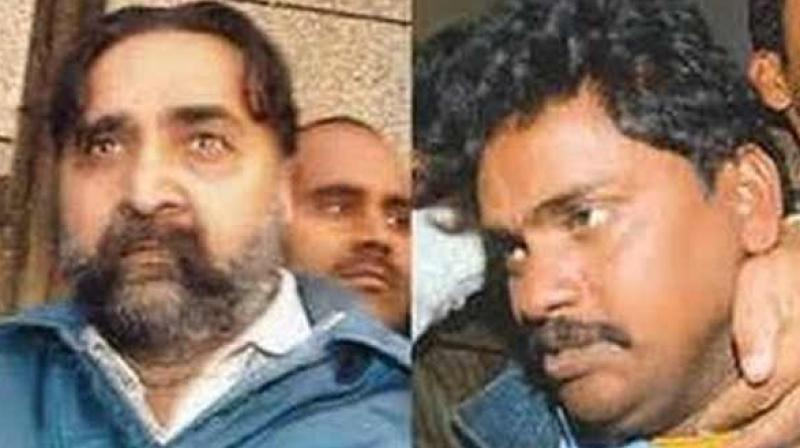 Both Pandher (L) and his domestic help Surinder Koli (R) have confessed to charges of raping, killing and cannibalism. (Photo: ANI)