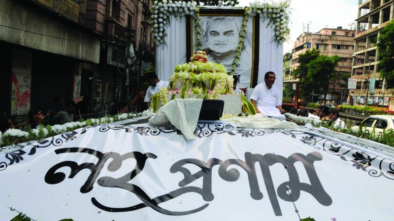 The 'Asthi Kalash' of former Prime Minister Atal Bihari Vajpayee on its way to Gangasagar. (Photo: Abhijit Mukherjee)