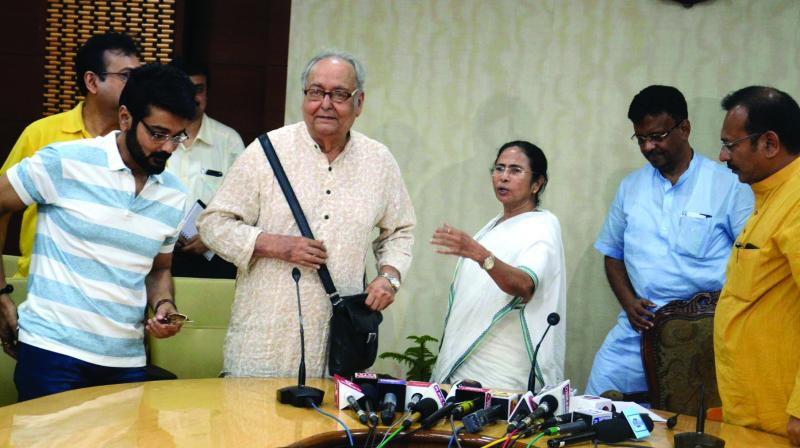 Chief minister Mamata Banerjee along with actors Soumitra Chatterjee, Prasenjit Chatterjee and others attends a meeting to solve the  deadlock situation of film-shooting at Nabanna. (Photo: Asian Age)