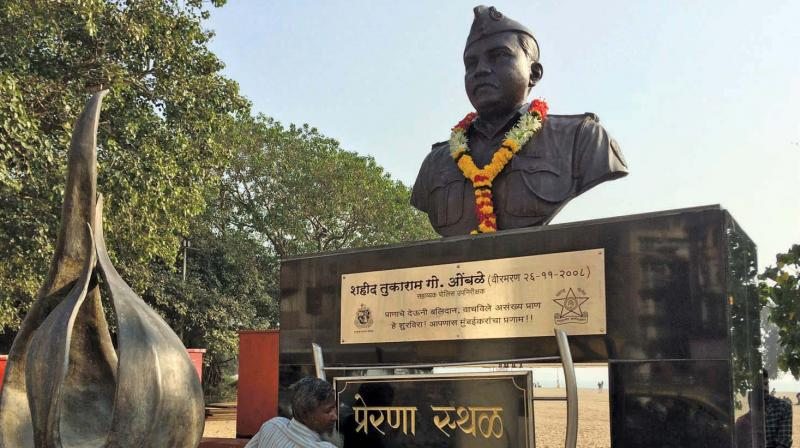 Tukaram Omble's deed has been memorialised by a statue in Chowpatty.