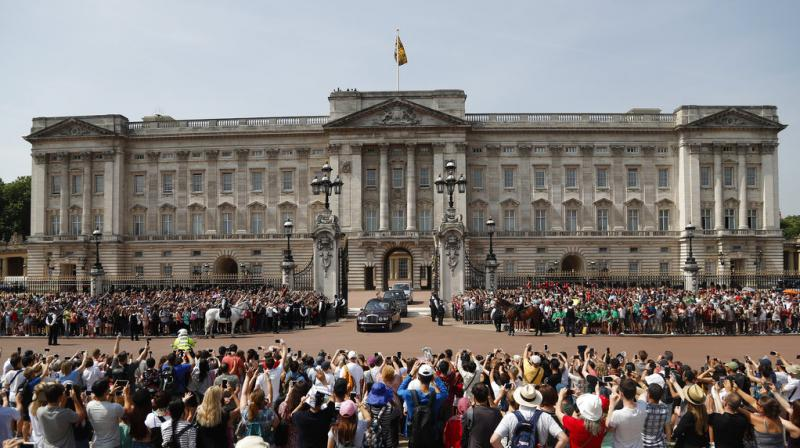 """The royal household will """"decant"""" from the east wing of the palace, the public facade which houses the balcony on which Queen Elizabeth and her family appear for significant events, as part a program of urgent work to replace aging electrical wiring and heating systems. (Photo: AP)"""