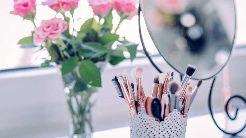If you have a lovely date night planned out recently, here are some make up tips that will help you to achieve a beautiful look.