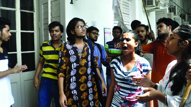 Students of Presidency college of the SFI union stage protest on Thursday.(Photo:  Asian Age)