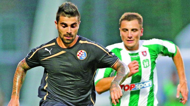 Egidijus Vaitkunas, right, of Lithuania's FC Zalgiris is challenged by Paulo Machado (Photo: AP)