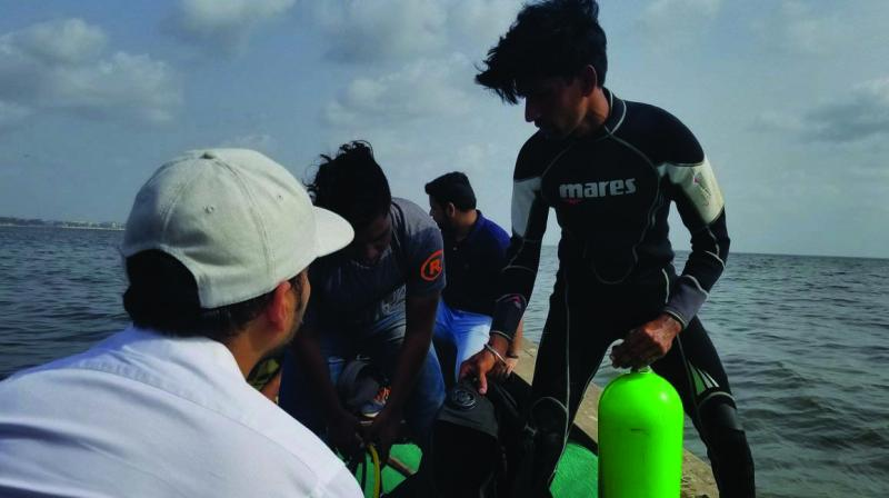 Afroz joined the team of divers and fishermen on the first day and partook in the three-hour long endeavour.