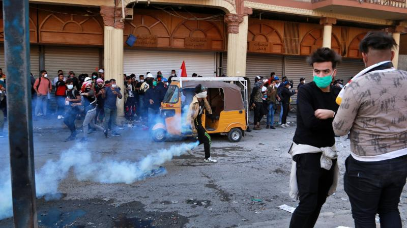 Another 100 protesters suffered injuries in two days of rallies in Hillah, just south of Baghdad, when security forces used tear gas against them. (Photo: AP)