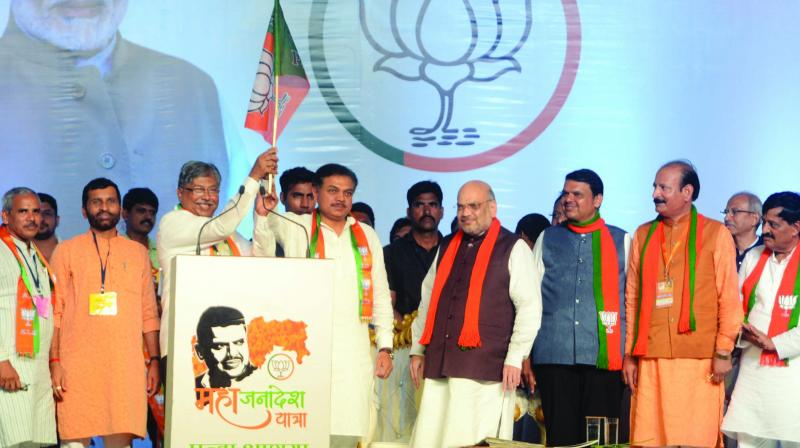 Former NCP leader and Sharad Pawar's relative Rana Jagjitsingh Patil joined the BJP in the presence of Union home minister Amit Shah and chief minister Devendra Fadnavis in Solapur on Sunday. (Photo: Shripad Naik)