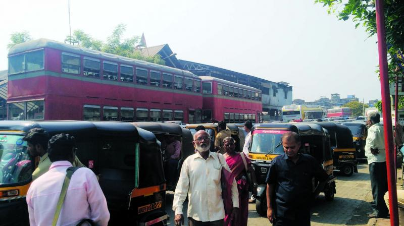 Despite there being a dedicated auto lane, the autos were parked in front of the bus stop to offer rides to those waiting at the stop. (Photo: Asian Age)