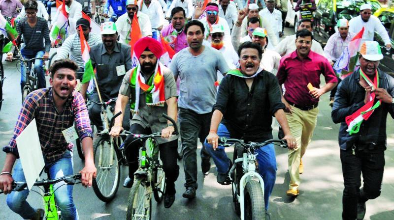 Sanjay Nirupam at the bicycle rally. (Photo: Debasish Dey)