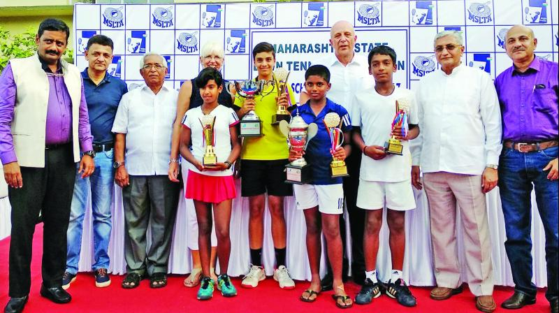 The winners and runners-up of Ramesh Desai Memorial Sub-Junior Tennis Nationals.
