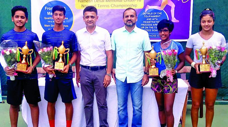 The winners during the prize distribution  function of the MSLTA