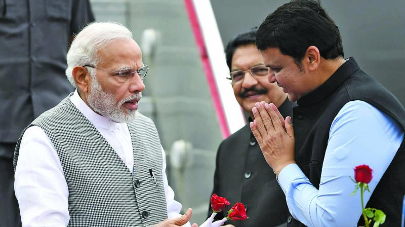 Prime Minister Narendra Modi being welcomed by Maharashtra chief minister Devendra Fadnavis as Governor C. Vidyasagar Rao looks on. (Photo: PTI)