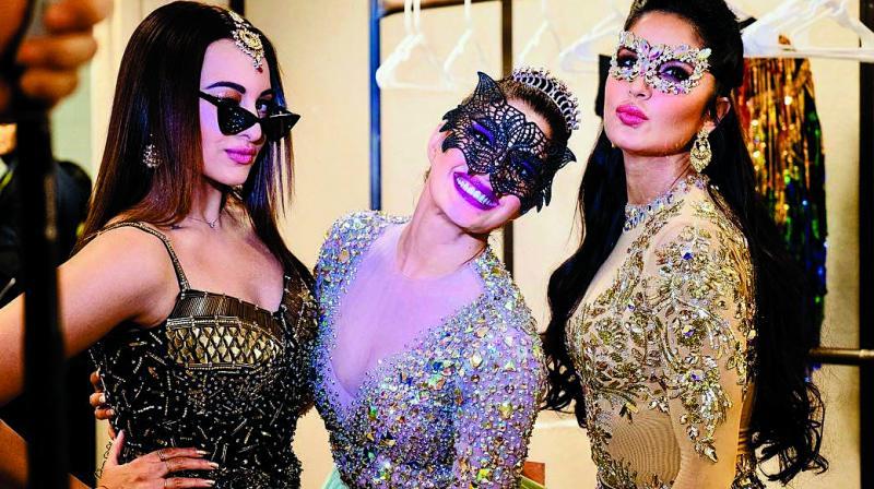 (L-R) Sonakshi Sinha, Jacqueline Fernandez and Katrina Kaif on the Da Bangg Tour.
