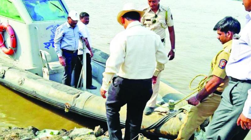 Police suspect that Thane police inspector Abhay Kurundkar chopped off assistant police inspector Ashwini Bidre's body and dumped it in the Thane creek.