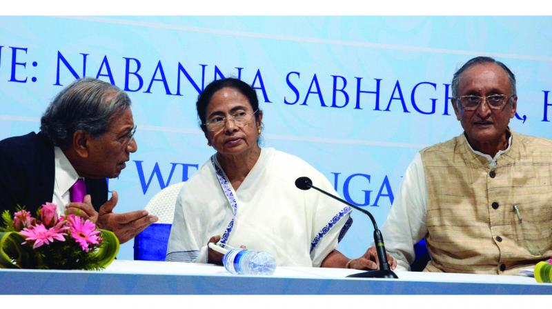 Finance Commission chairman N.K. Singh talks with chief minister Mamata Banerjee as state finance minister Amit Mitra looks on during the press conference on 15th Finance Commission at Nabanna Savaghar in Kolkata on Tuesday. (Photo: Abhijit Mukherjee)
