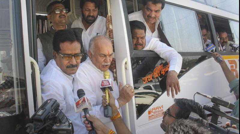 Congress MLAs arrive at Raja Bhoj Airport to leave for Jaipur (PTI)