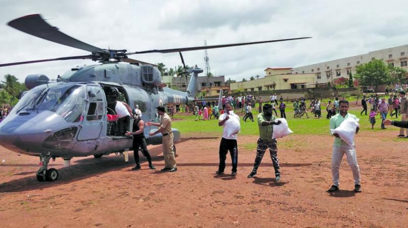 Rescuers from the Indian Navy join the relief efforts in Kolhapur on Saturday. (Photo: ASIAN AGE)