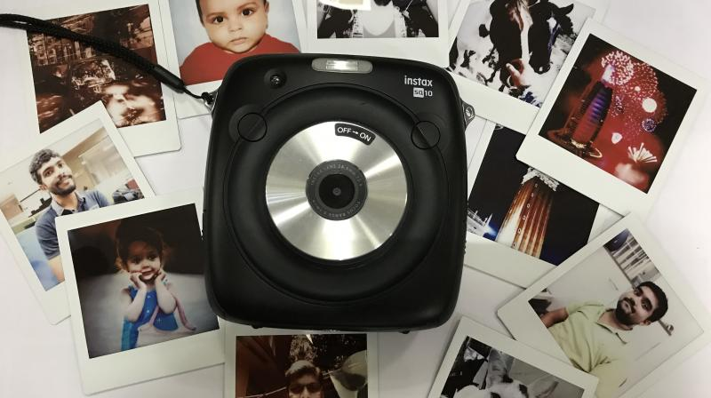 The SQ 10 can print instant photos in a 1:1 format, just like a Polaroid camera, but now also allows you to have digital copies of the same.