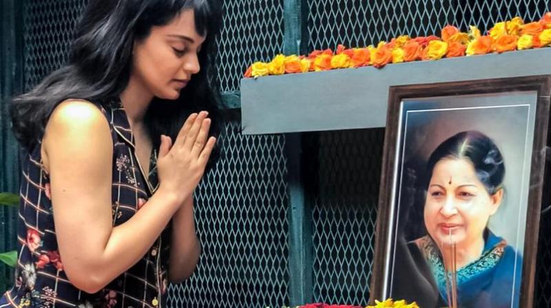 Kangana Ranaut pays homage to Jayalalithaa. (Photo: Twitter)