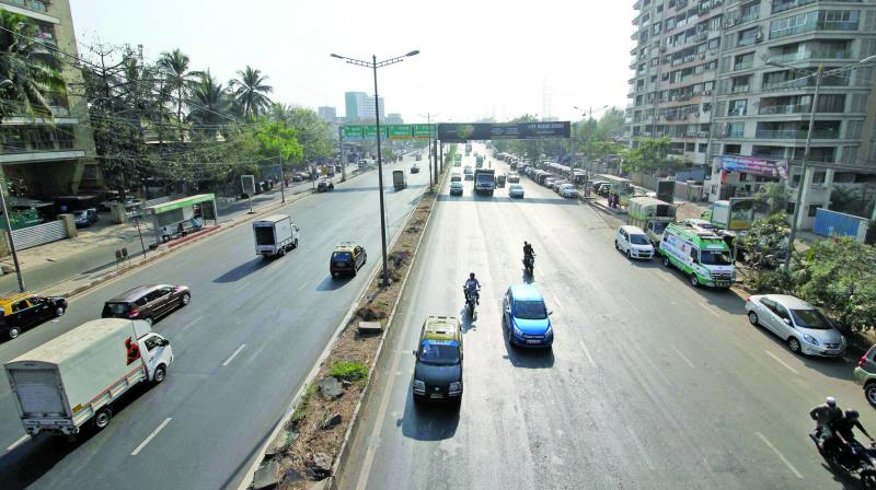 Only one bidder has come forward to conduct the patch work on Eastern Express Highway. (Photo: Shripad Naik)