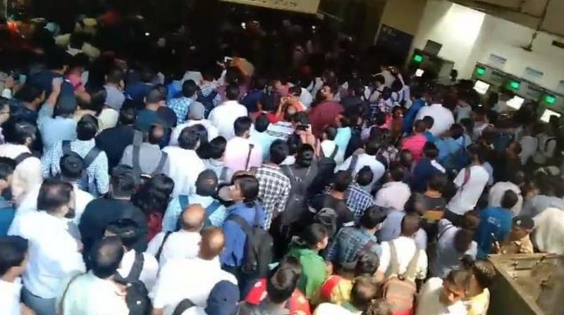 Huge rush of morning commuters was seen at metro stations. (Photo: Screengrab   Twitter)