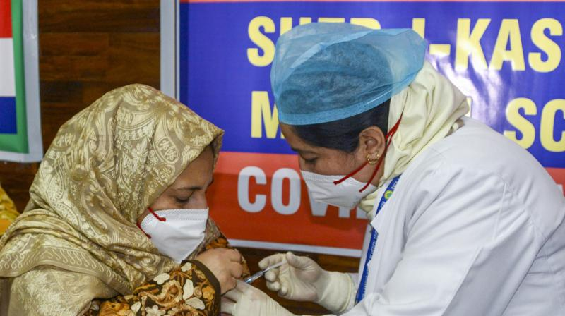 Of all 2.24 lakh people who have been vaccinated, 447 developed minor complications. Only three persons who were hospitalised have now been discharged. (Photo:PTI)