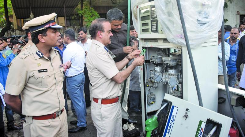 The Thane police has sealed six petrol pumps that were using such chips in Thane and Dombivali areas. (Photo: Deepak Kurkunde)