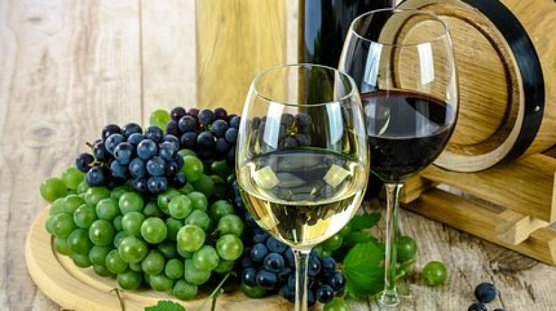 There are many who are unsettled or say afraid of entering a tasting room, cellar or even purchasing the beverage in the fear of handling it incorrectly. (Photo: Pixabay)