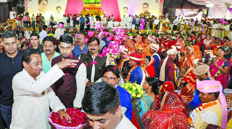Madhya Pradesh chief minister Kamal Nath blesses newly-wed couples during mass marriage ceremony under Mukhaymantri Kanyadan Yojna in Chhindwara on Thursday. (Photo: PTI)