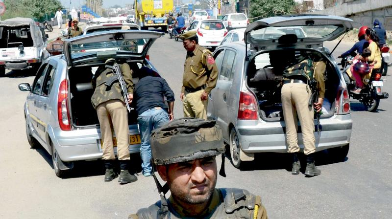 Policemen conduct a search operation in Jammu and Sunday after three youth attacked the personal security officer of a cleric and snatched his AK-47 rifle. (Photo: PTI)
