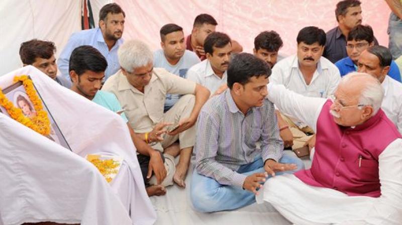 Haryana Chief Minister Manohar Lal Khattar pays tribute to Pradyumna, who was murdered at Ryan International School recently, at Bhondsi in Gurugram. (Photo: PTI)