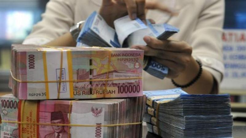 In the past week, in all likelihood, the central banks of India and Indonesia pumped in billions of dollars to support their respective currencies with the Indian Rupee touching record lows against the US dollar and the Rupiah reaching its lowest level since the Asian financial crisis of 1998. (Photo: AFP)