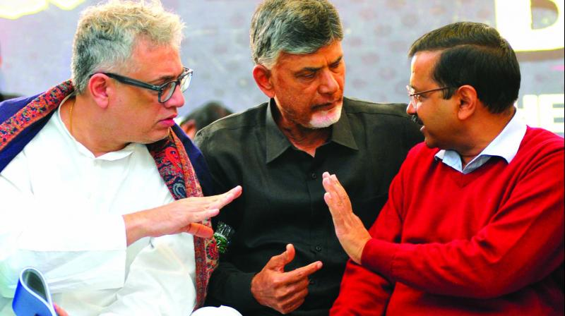 Trinamul Congress MP Derek O'Brien, Andhra Pradesh chief minister Chandrababu Naidu and Delhi chief minister Arvind Kejriwal during Naidu's day-long fast demanding special status in New Delhi. (Photo: Bunny Smith)