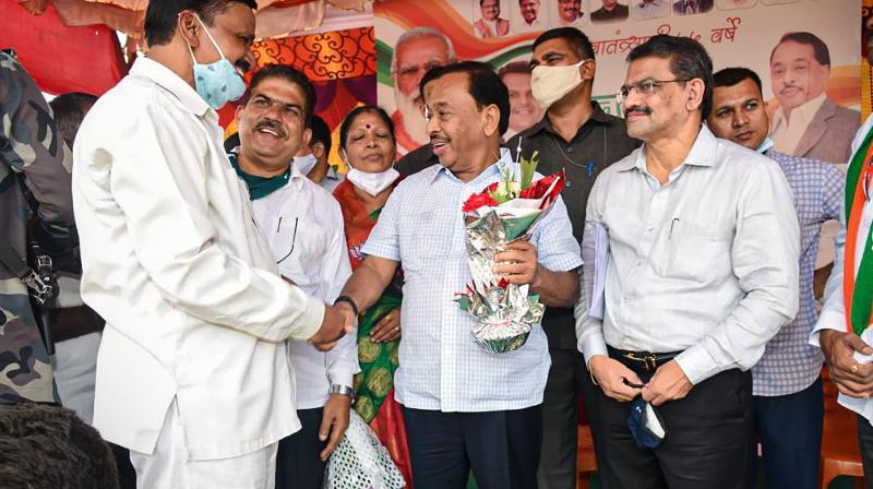 Union Minister Narayan Rane with BJP workers during the Konkan tour of 'Jan Ashirwad Yatra', at Sangameshwar in Ratnagiri district on Aug 24, 2021. (PTI)