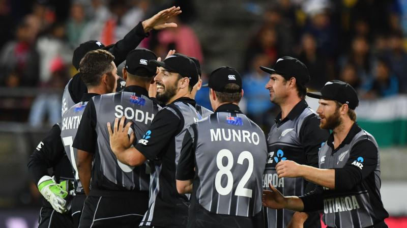 New Zealand bowlers kept the pressure on Indian batsmen, especially the two spinners -- left-arm orthodox Mitchell Santner (2/24 in 4 overs) and leg-spinner Ish Sodhi (2/26 in 3 overs). (Photo: AFP)