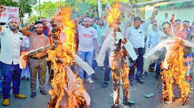 Members of Aasu protest against the Citizenship (Amendment) Bill, in Guwahati on Wednesday.(Photo: AP)