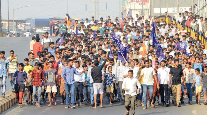 Tuesday saw a mob of youngsters agitating in Aurangabad.